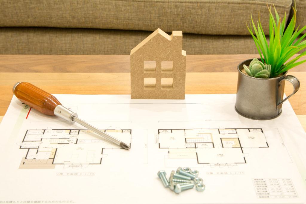 家の模型を構図